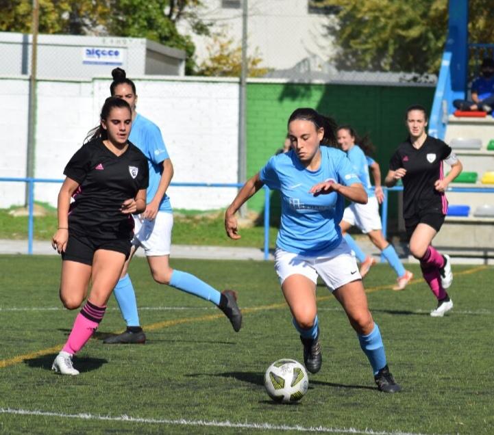 Marta Méndez jugando fútbol Getafe Femenino